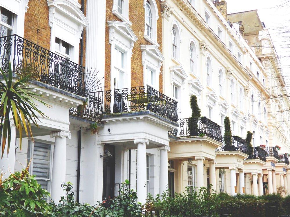 apartments-architecture-balconies-1000985.jpg