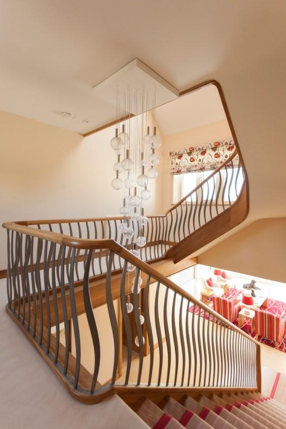 stairsleft.jpg