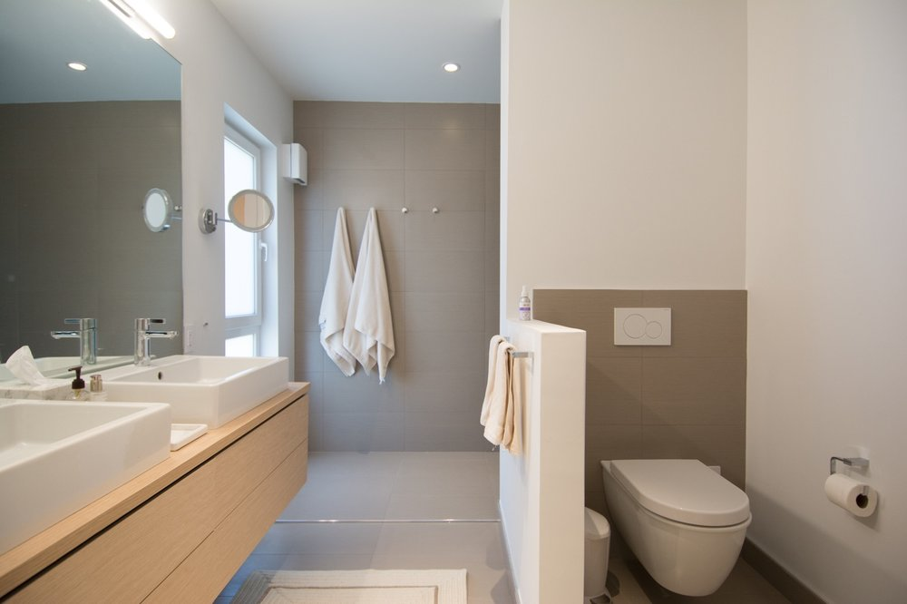 Modern bathroom with double vanity and wall hung toilet