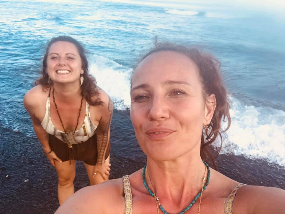 And sometimes we sit on the beach. During our sacred Waters Immersion here in Bali. So we feel the breeze of the ocean on our skins. The smell of salt in our nose. The deep blue colors of mother ocean in our eyes. And we feel the sensuality of our own inner female power. Shakti creations everywhere. With  Shakti Academy .