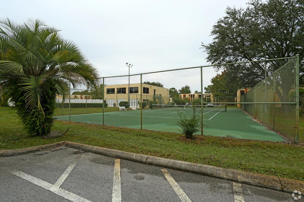 aztec-villa-apartments-panama-city-fl-tennis-court.jpg