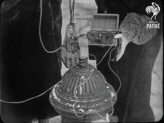 The crystal radio being grounded to a fire hydrant(British Pathe)