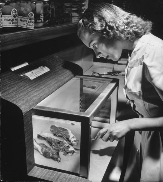 1943 kitchen meat paleofuture.jpg