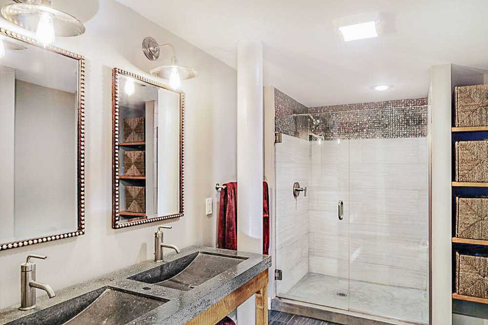 Mosaic tiles were used to create a ceiling listel border in the shower.
