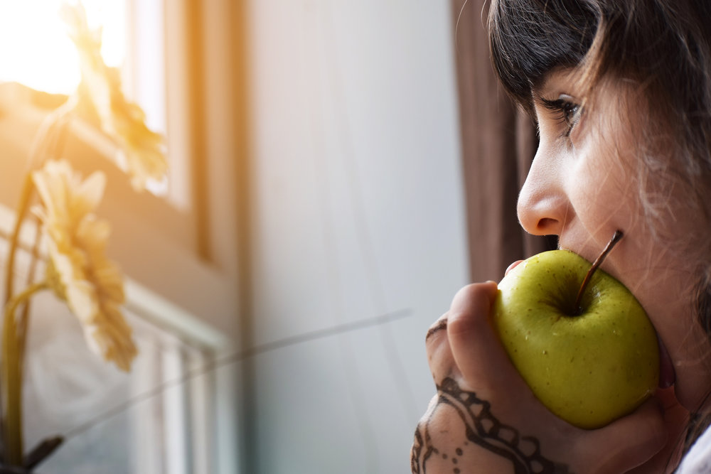 kids eating apples.jpg