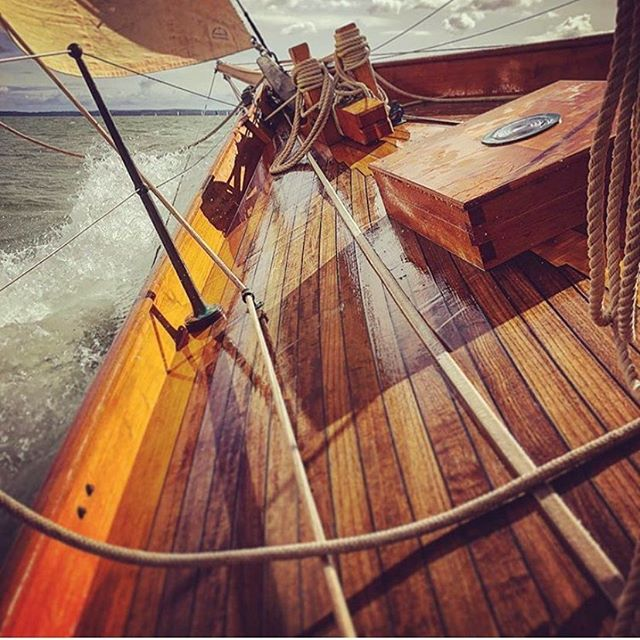 Sailing into the weekend like this. Photo by @valerie_1895