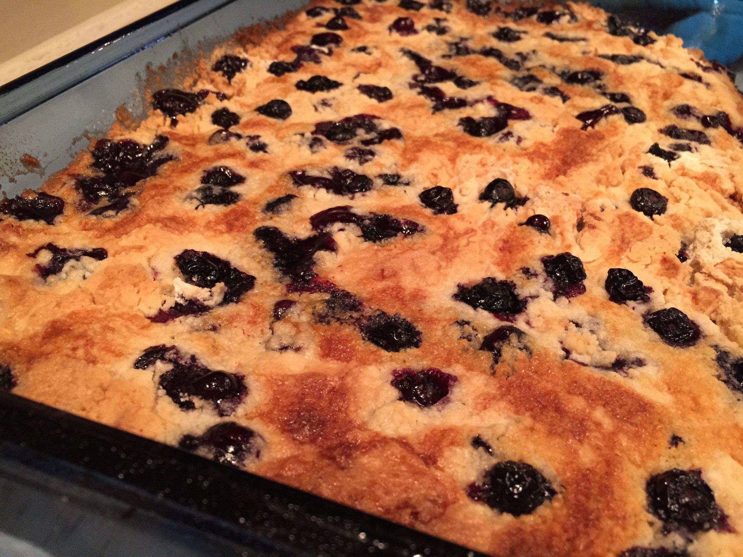 The Everyday Journalista, Everyday Journalista, Baking, Easy Baking, Blueberries, Cake, Blueberry Dump Cake, Dump Cake, Recipes, Blueberry Recipes,