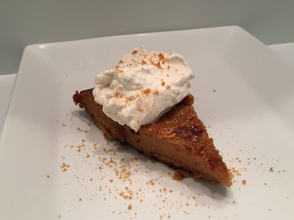 Thanksgiving Dinner, Thanksgiving, Pumpkin pie, Gingersnaps, Gingersnap crust, Gingersnap crust pumpkin pie, Thanksgiving traditions, Desserts, Pie, Pie recipe, The Everyday Journalista, Everyday Journalista, baking,