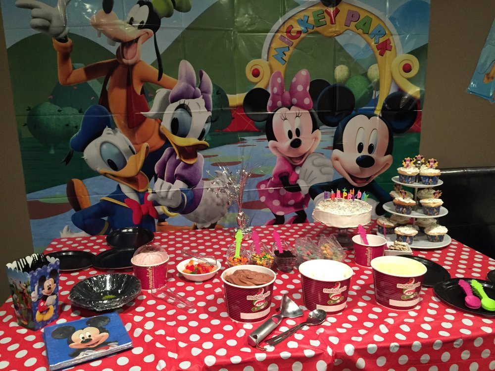 Mickey Mouse, Mickey Mouse Birthday Party, Birthday Party Ideas, Mickey Mouse Cake, Mickey Mouse Table Decorations, Mickey Mouse Pinata, Mickey Mouse Goodie Bags, Menchies Bar Birthday, DIY Menchies Party