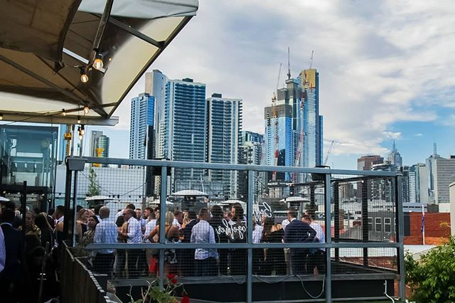 Rooftop Terrace at BELLS HOTEL! 😍🥂 Now this is where you want to spend a sunny afternoon! ♥️👌 #bellshotel #rooftop #southmelbourne #funinthesun
