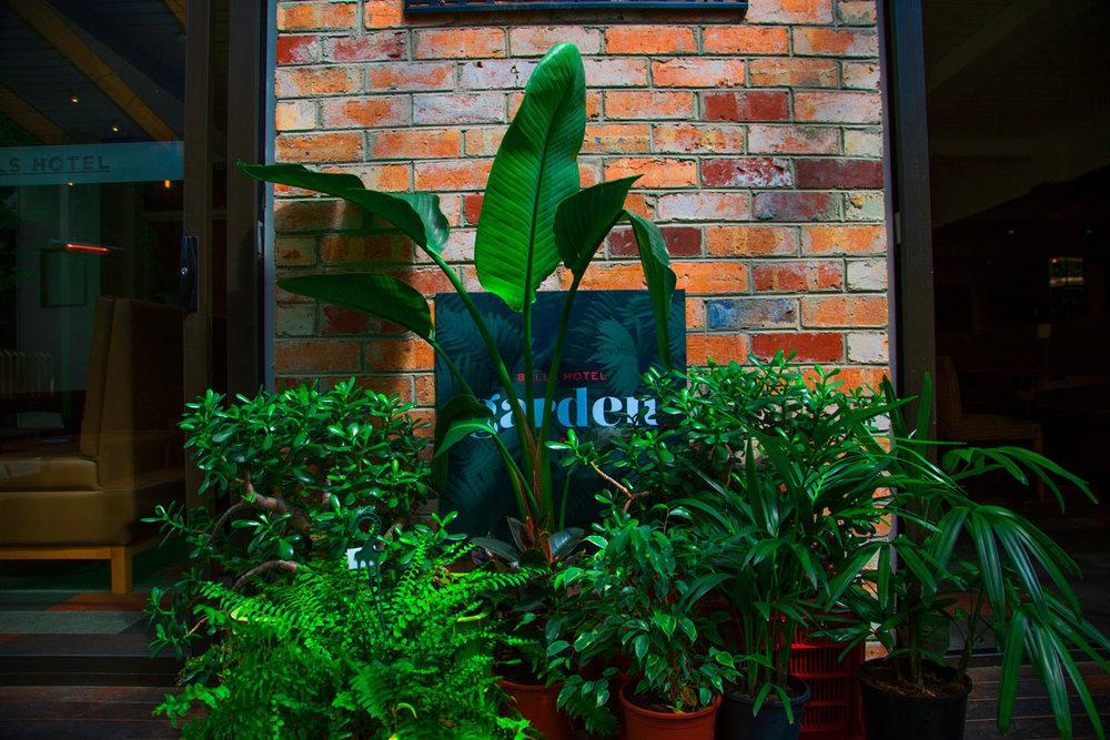 gardenbar11.jpg