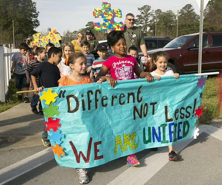 Students_families_walk_to_support_Autism_Awareness_Month_140404-M-ZZ999-331.jpg