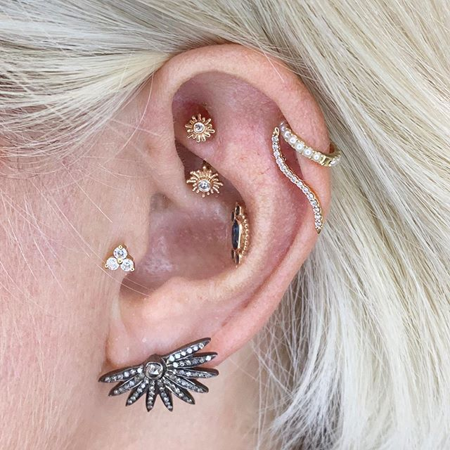 Dana comes to see us every time she's in NYC! She has been collecting beautiful pieces from us for many years and told us they all symbolize important times in her life. 💎 Today we upgraded her nostril piercing with a  rose gold and white diamond Telesto ring