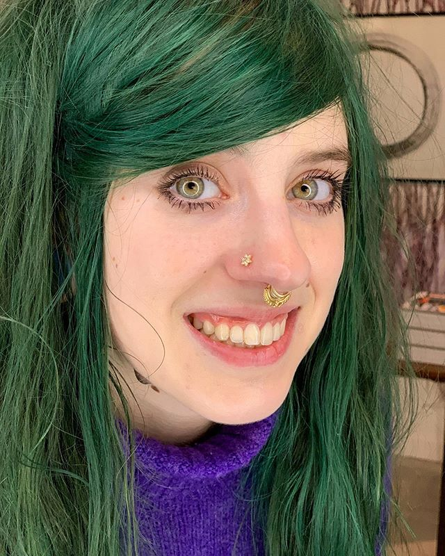 If you've been in NYA you probably have been helped by our lovely Meghan! She's been waiting patiently for her new diamond and opal special order nose stud to arrive, and it was worth the wait ✨ Let us know if you want something we don't have in stock, or in a special stone combination, and we can usually have it made for you🥰