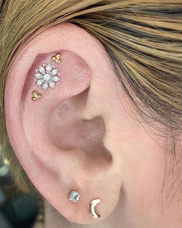 Gabby chose a classic look of an all diamond rosette with East Indian style gold accents. The three piercings were placed perfectly in a row so if she changes her mind, she could easily switch up styles and it will still look cool. 💫