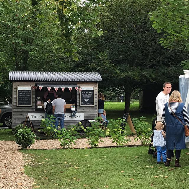 A beautiful setting for today's @thedorsetbrocante at @deans_court #streetfood #shepherdshut #wimborne #waffles #belgianwaffles #porkribs #brocante