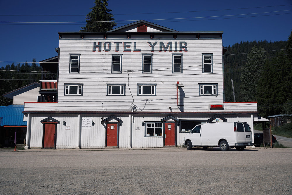 That night we stayed in the very quirky little town of Ymir. The inside of this historic hotel is hard to describe but it was incredible in it's eclectic craziness. Definitely coming back here!