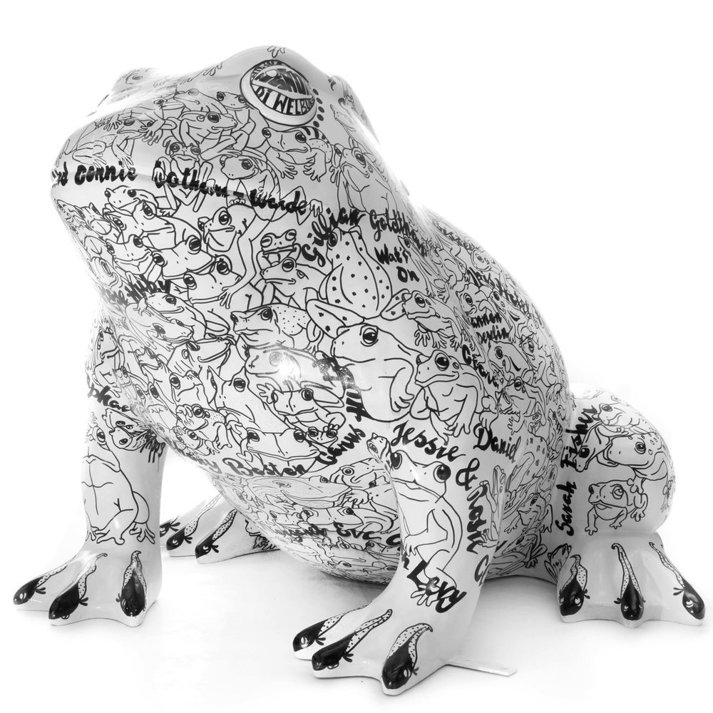 larkin 25 toad sculpture artwork, hull uk