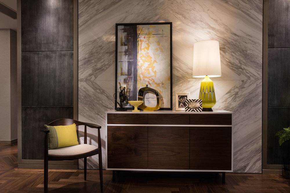Midcentury_Living_console_yellow-Lamp.jpg