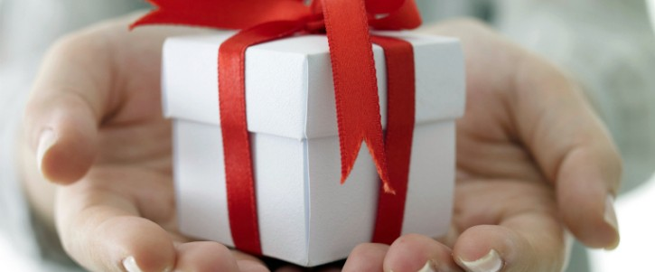 Offering-a-gift-sized-725x301