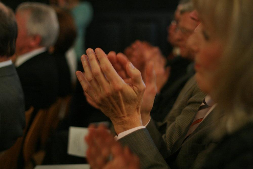 Applauding_hands