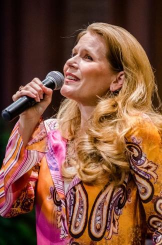 Julia In Concert