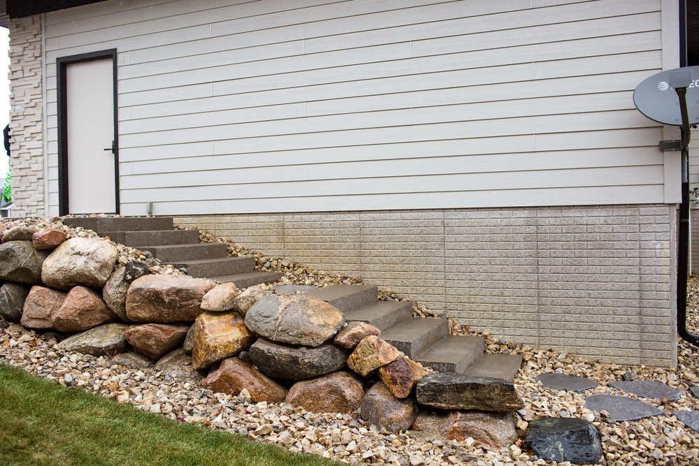 Boulder Retaing wall with steps.jpg