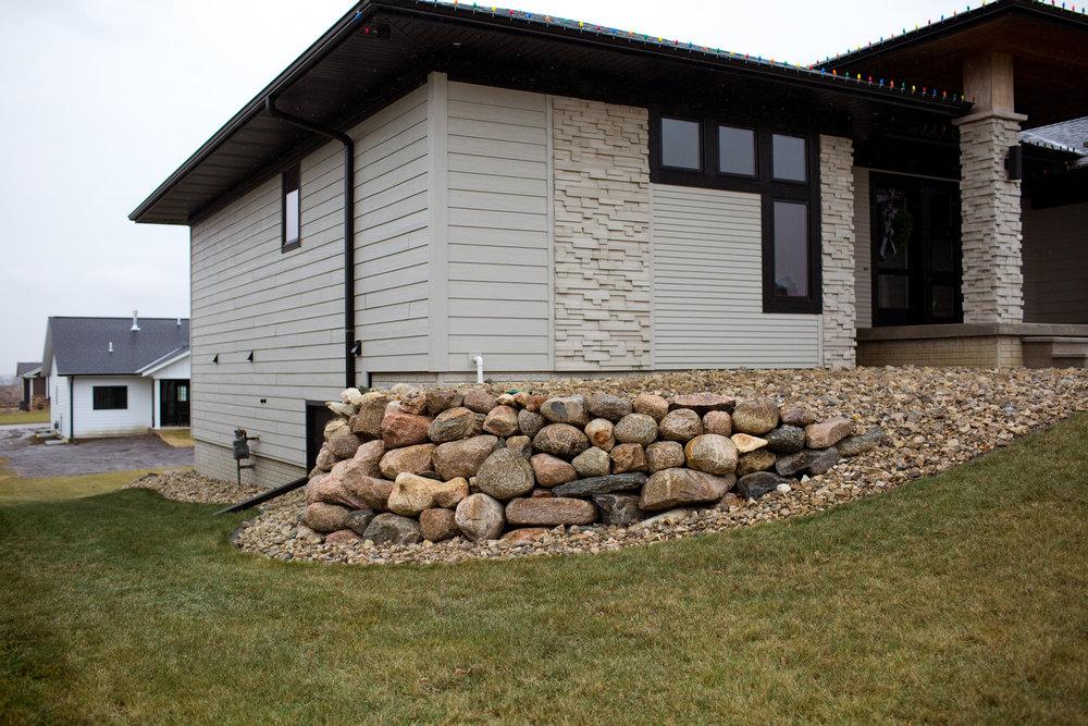 Boulder Retaining Wall Sioux Center.jpg