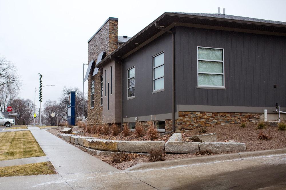 Ledgerock Retaing wall Sioux Center 2.jpg
