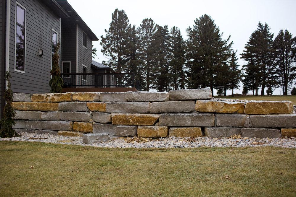 Ledgerock Retaing wall Sioux Center 5.jpg