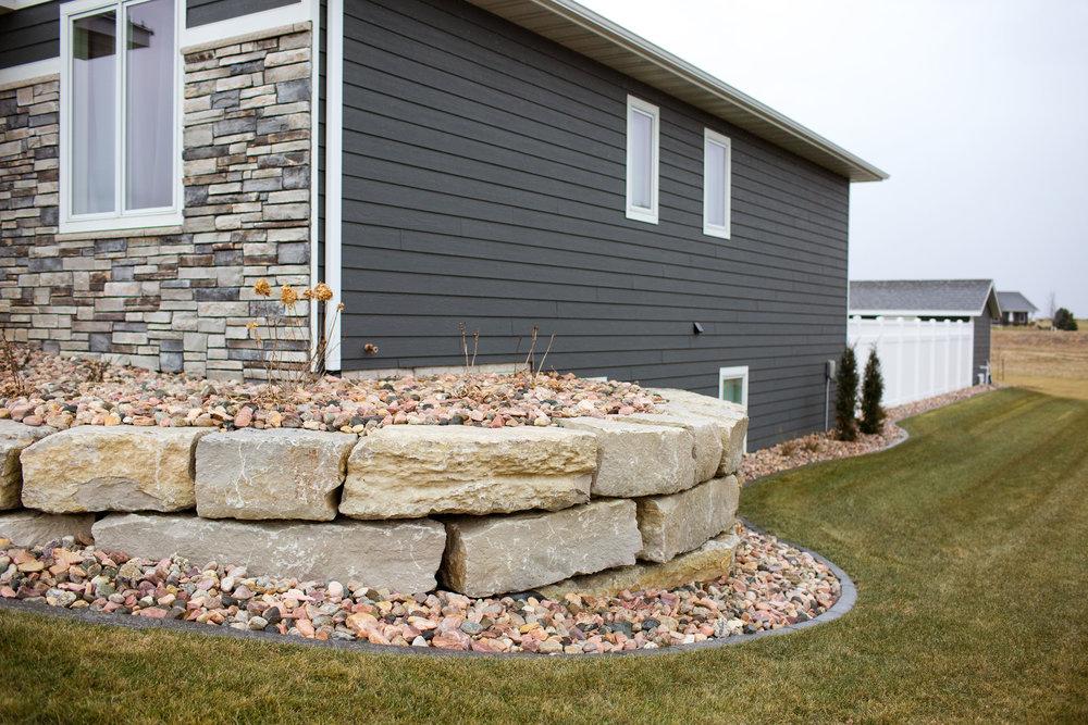 Ledgerock Retaing wall Sioux Center.jpg