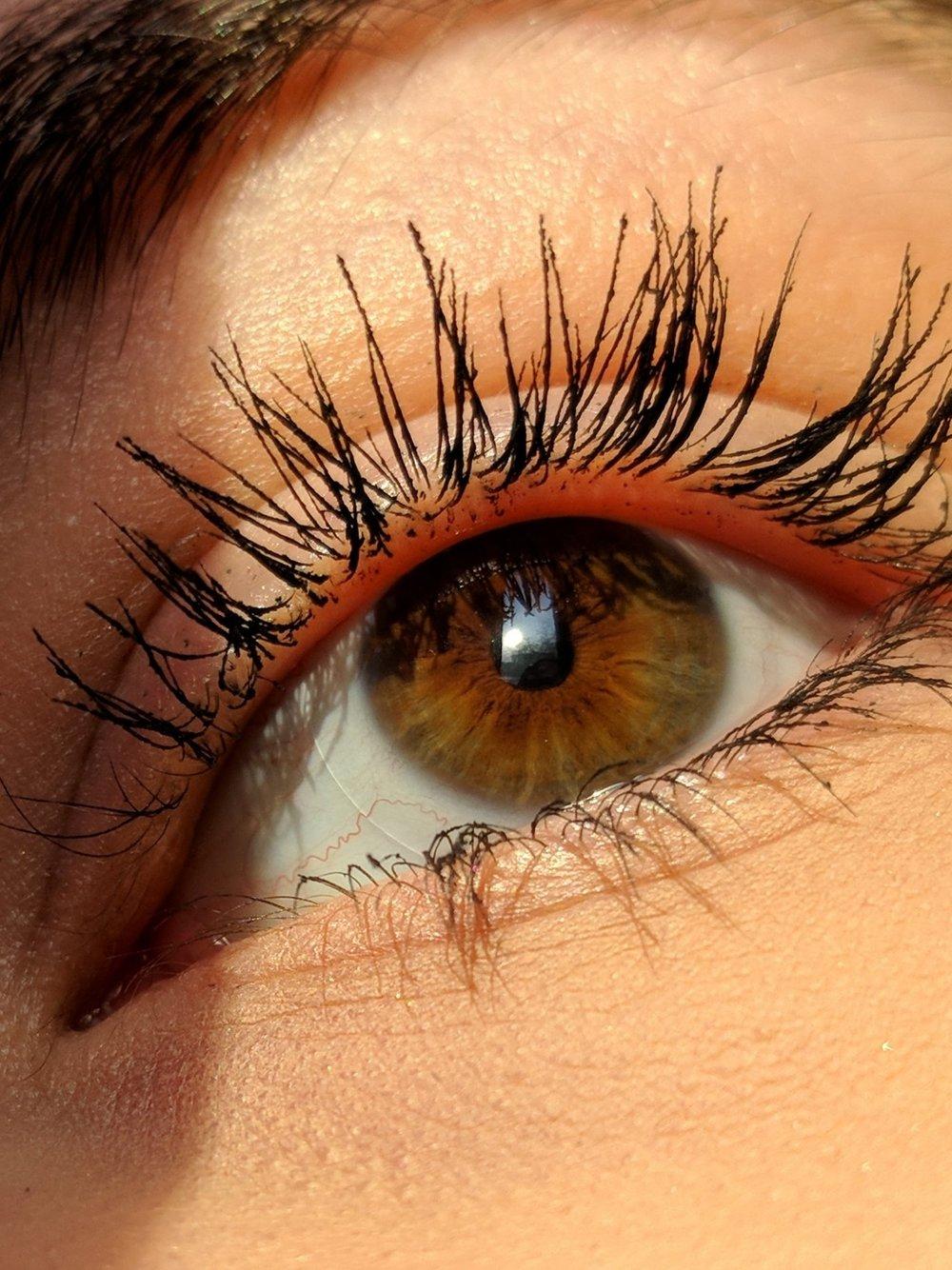 REHAUSSEMENT DES CILS - Un résultat à couper le souffle qui donne à l'œil tout son éclat !Vos cils paraissent plus longs et plus denses !Le rehaussement de cils pour plus de longueur et de hauteur.Et ceci, sans appliquer des faux cils ou effectuer une permanente de cils traditionnelle.