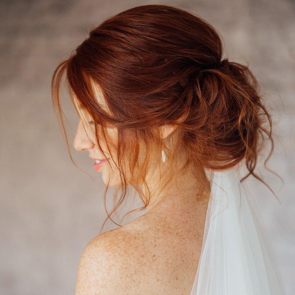 Maquillage & coiffure pour la mariée - Le jour de votre mariage est important ! Vous cherchez une maquilleuse, coiffeuse professionnelle ? Je vous maquille-coiffe ainsi que vos témoins et invités. Je me déplace à l'endroit de votre choix dans toute la Belgique, la France et partout ailleurs. Votre mise en beauté est également possible à mon studio, celui-ci vous est totalement privatisé.