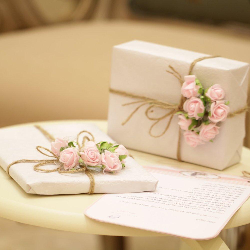 Carte cadeau - Vous cherchez une idée pour votre bien aimée ou amie. Il ne faut pas attendre Noël :-) Et pourquoi pas offrir une mise en beauté ou un cours de maquillage ?Une belle surprise qui fera son effet !!
