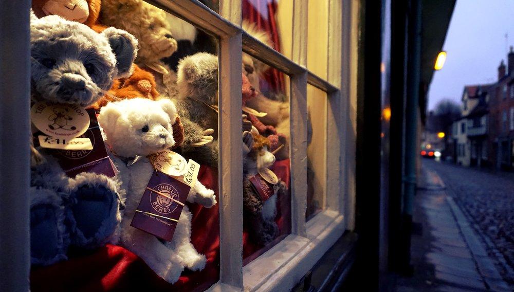 bears-commerce-indoors-1234232.jpg
