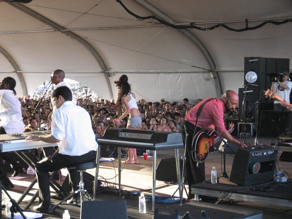 Amy Winehouse rocking out in bare feet