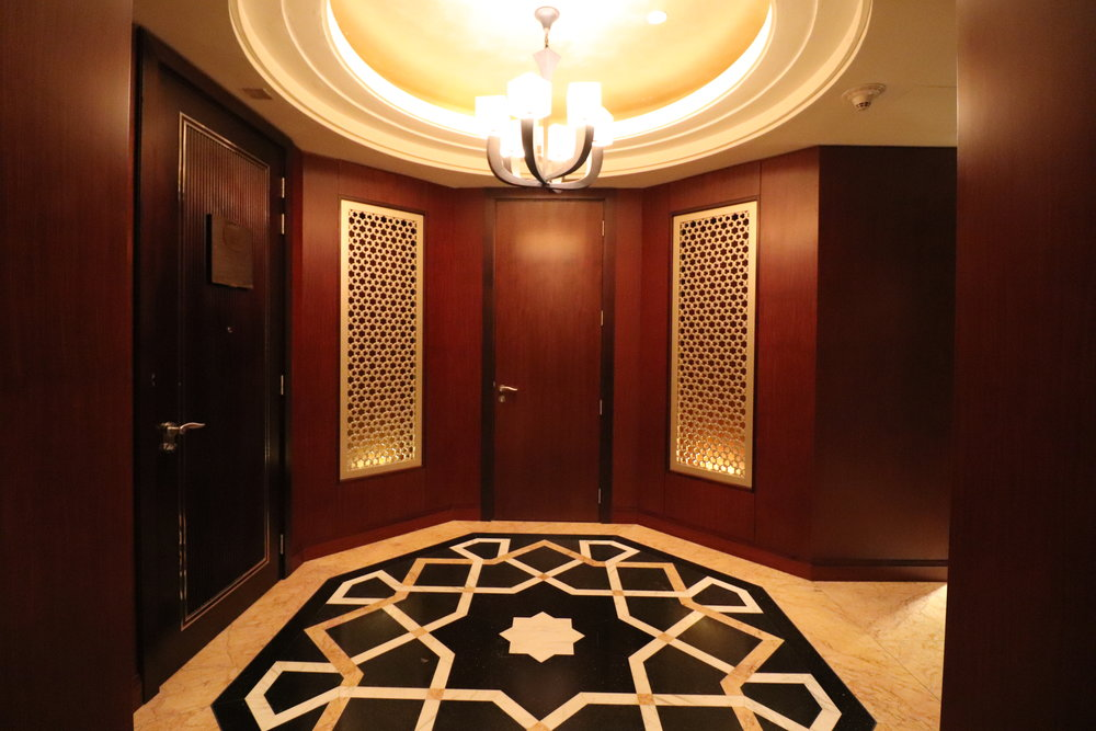 conrad-dubai-room-living-entry.JPG