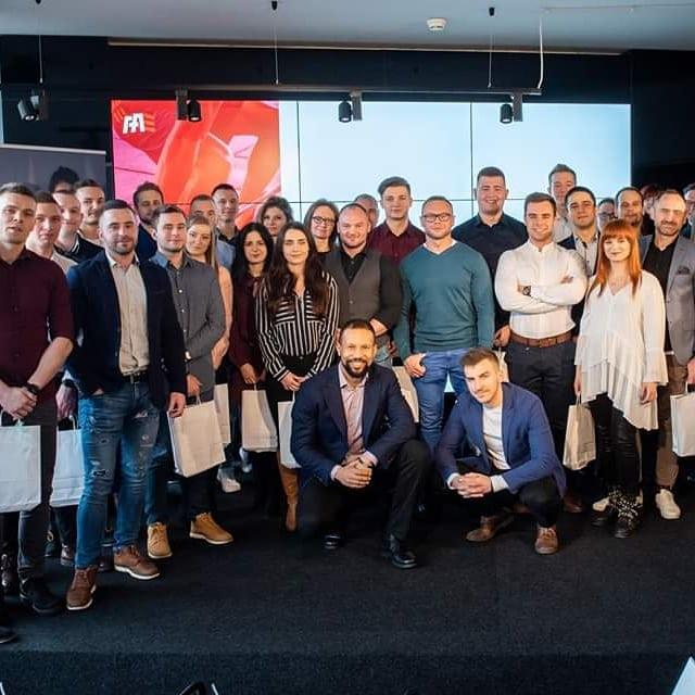 Dzisiejszego dnia odbyło się uroczysta gala FitAdept, na której mieliśmy zaszczyt gościć przedstawicieli mBank Polska. W trakcie tego wydarzenia podsumowaliśmy rok 2018  i przedstawiliśmy plany na 2019 🎉🥳 Trenerem roku 2018 został Sebastian Bossowski  @s.bossowski_bossaesthetic - jeszcze raz gratulujemy! 😍 Doceniamy jego zaangażowanie, profesjonalizm oraz świetną relację z podopiecznymi.  Podziękowania oraz gratulacje kierujemy do całej społeczności FitAdept - cieszymy się, że jesteście z nami i tworzycie zgrany team profesjonalistów fitness 💪  Rok 2018 był dla nas bardzo udany, wierzymy w to, że w 2019 uda nam się osiągnąć jeszcze więcej! 😍 Już wkrótce pojawi się więcej zdjęć z tego wydarzenia 😊 #fitadeptchallenge #team #trenerpersonalny  #podsumowanieroku #mbank
