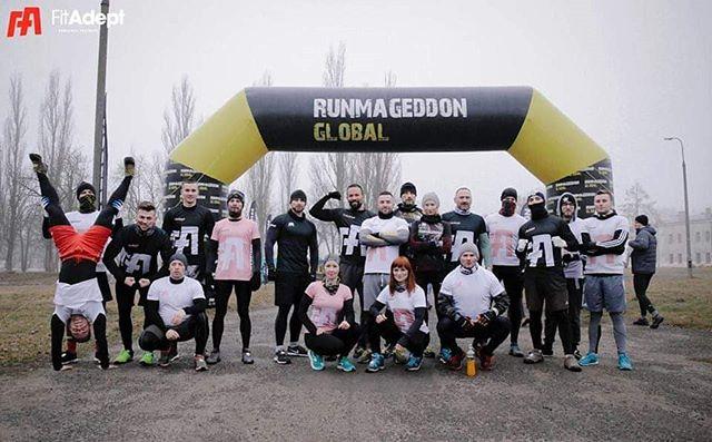 """Nasi dzielni trenerzy wzięli dzisiaj udział w biegu """"Zimowy Runmageddon Warszawa - Intro, Rekrut, Hardcore + KIDS"""" -  w klasyfikacji drużynowej w biegu rekrut zdobyli 2 miejsce!!! 🏆🏃 Jesteśmy bardzo dumni - sekret tkwi w drużynie! 😊 #runmageddon #bieganie #trenerpersonalny #fitadeptchallenge #motywacja #druzyna #garnizonmodlin"""