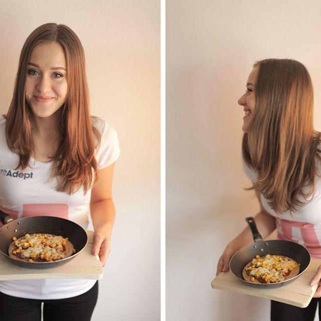 Dzisiaj obchodzimy Międzynarodowy Dzień Pizzy! 😋🍕 Dla wszystkich tych, którzy dbają o sylwetkę lub ograniczają w swojej diecie pszenicę mamy dwie propozycje na pizzę w zdrowszej wersji:  http://fitadept.com/blog/fit-pizza-z-patelni/  http://fitadept.com/blog/pizza-marchewkowa/  Dajcie znać, którą wersję spróbowaliście 😋 A może macie swój sprawdzony przepis na fit pizzę? 🍕  #pizza #fitpizza #pizzaday #zdroweprzepisy #bezpszenicy  #fitadeptchallenge #dietetyk