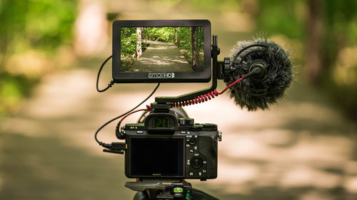 SMALL HD FOCUS MONITOR - Make sure you are in focus and power your DSLR or mirrorless camera to extend run-time as much as 4x.