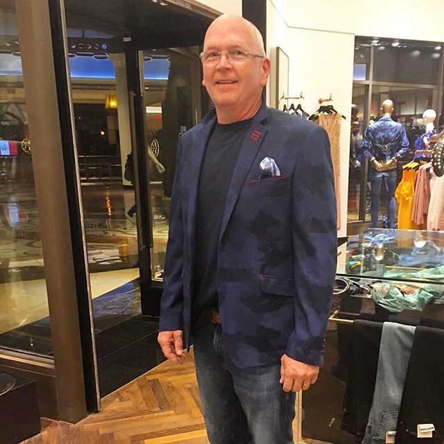 So, what is the most impactful way to upgrade your existing spring wardrobe? Add a statement blazer 👌🏼🍸 #ClientsWeLove #ShopValiant #ValiantParis • • • #FashionBoutique #Miami #LinconlnRd #Vegas #LasVegas #FashionMall #Palazzo #Shopping #LuxuryShopping #Exclusive #Style #Instagood #instafashion #like #vegasshopping #miamishopping #boutiqueshopping #french #luxury