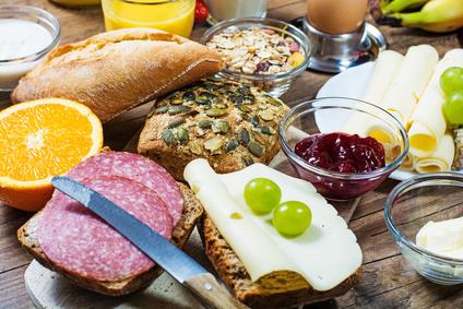 Paddler Picknick - Das Picknick ist vor oder nach der Tour buchbar, nehmen Sie in unseren gemütlichen Räumen in Büffetform ein. Es beinhaltet verschiedene Sorten Brot und Brötchen, Käse- ,Wurst- und Schinkenplatten sowie Marmelade, Rührei mit Speck. Müsli, Obst und Quark runden das Angebot ab. Dazu gibt es Kaffee oder Tee, sowie Fruchtsäfte.Buchbar für Gruppen ab 15 Personen.Preis pro Person: 14,50 EURIn allen Preisen ist die Bootsfahrt von 2 Stunden enthalten