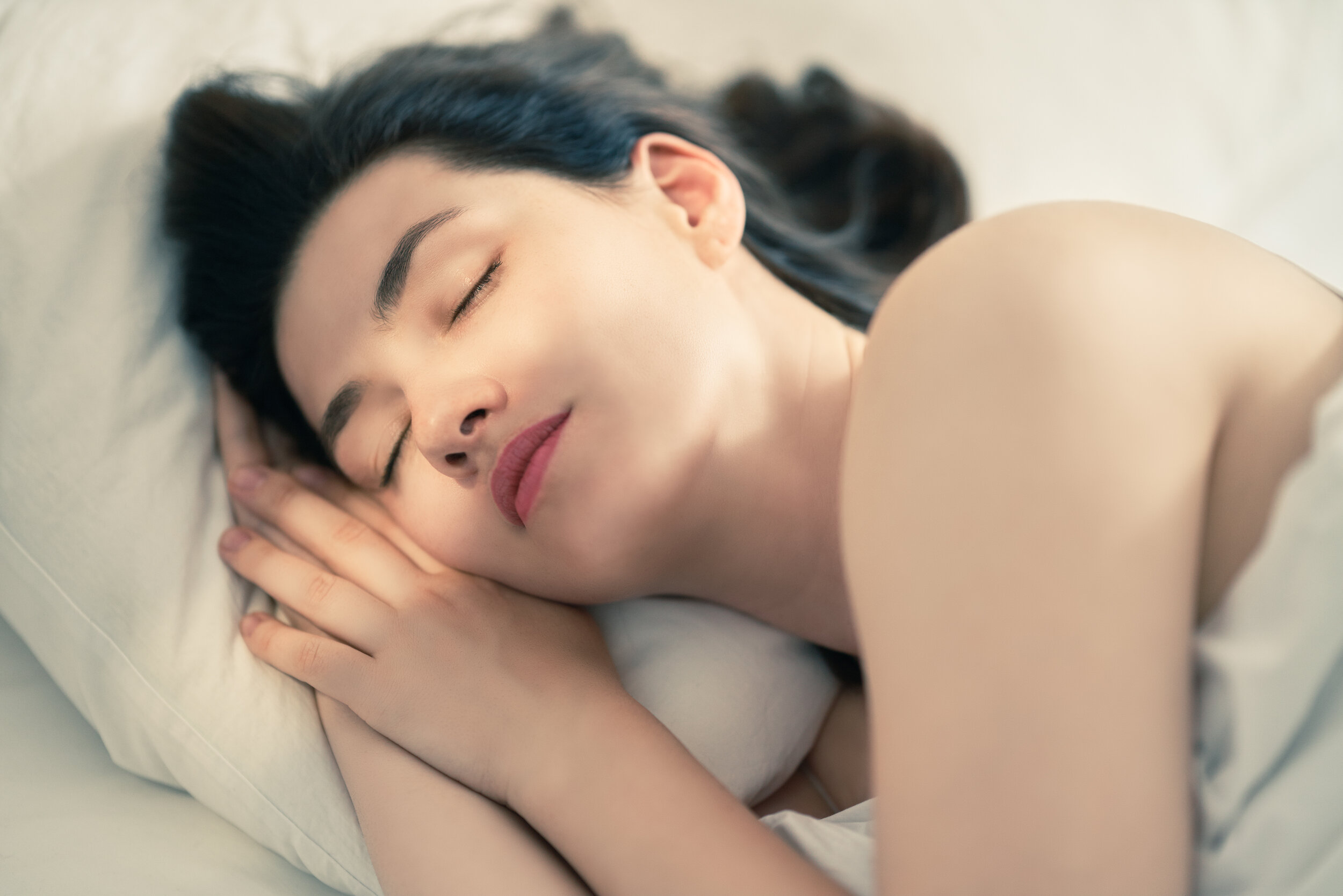 young-woman-is-sleeping-K5DRMGQ.jpg
