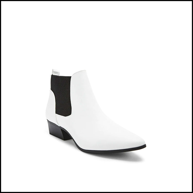 CHELSEA BOOTS -