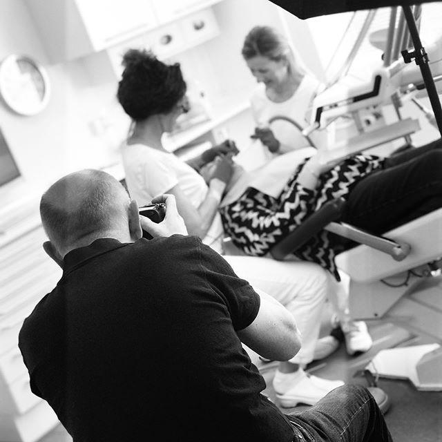 Vores dygtige patient Ib har idag været forbi for at tage billeder til vores nye hjemmeside 📸 #tandlægerneremvig #tandlæge