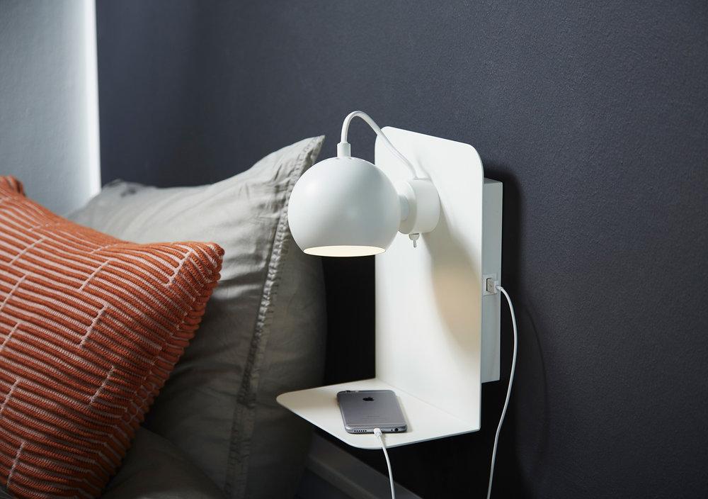 Ball-Wall-USB-White-Lifestyle.jpg