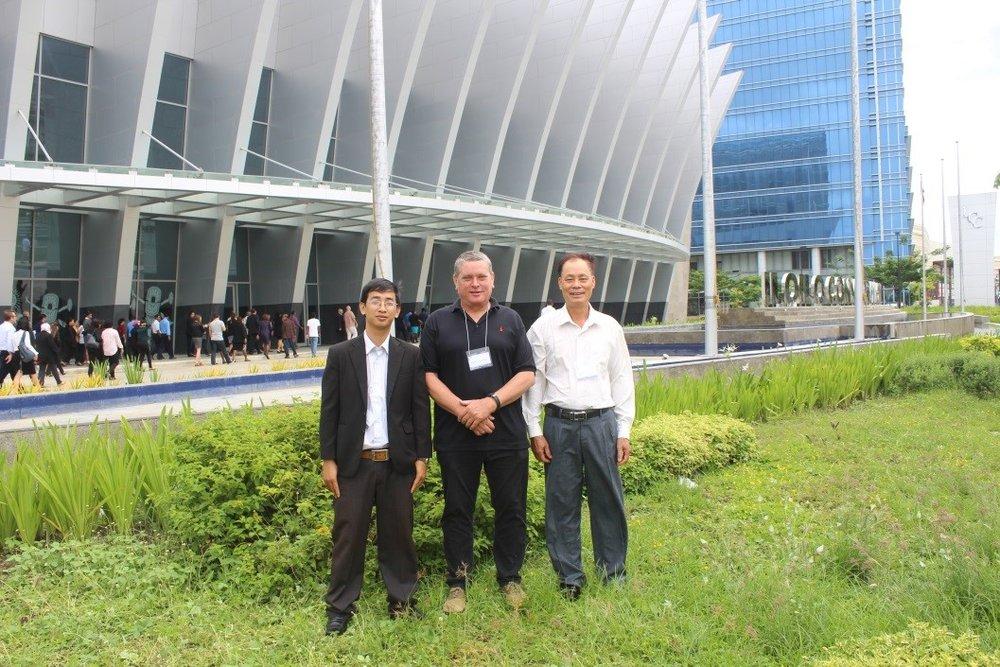 Tran Van Hao – VINATUNA, Stephen Fisher – Sea Delight and Vu Dinh Dap – VINATUNA- At Iloilo Convention Center