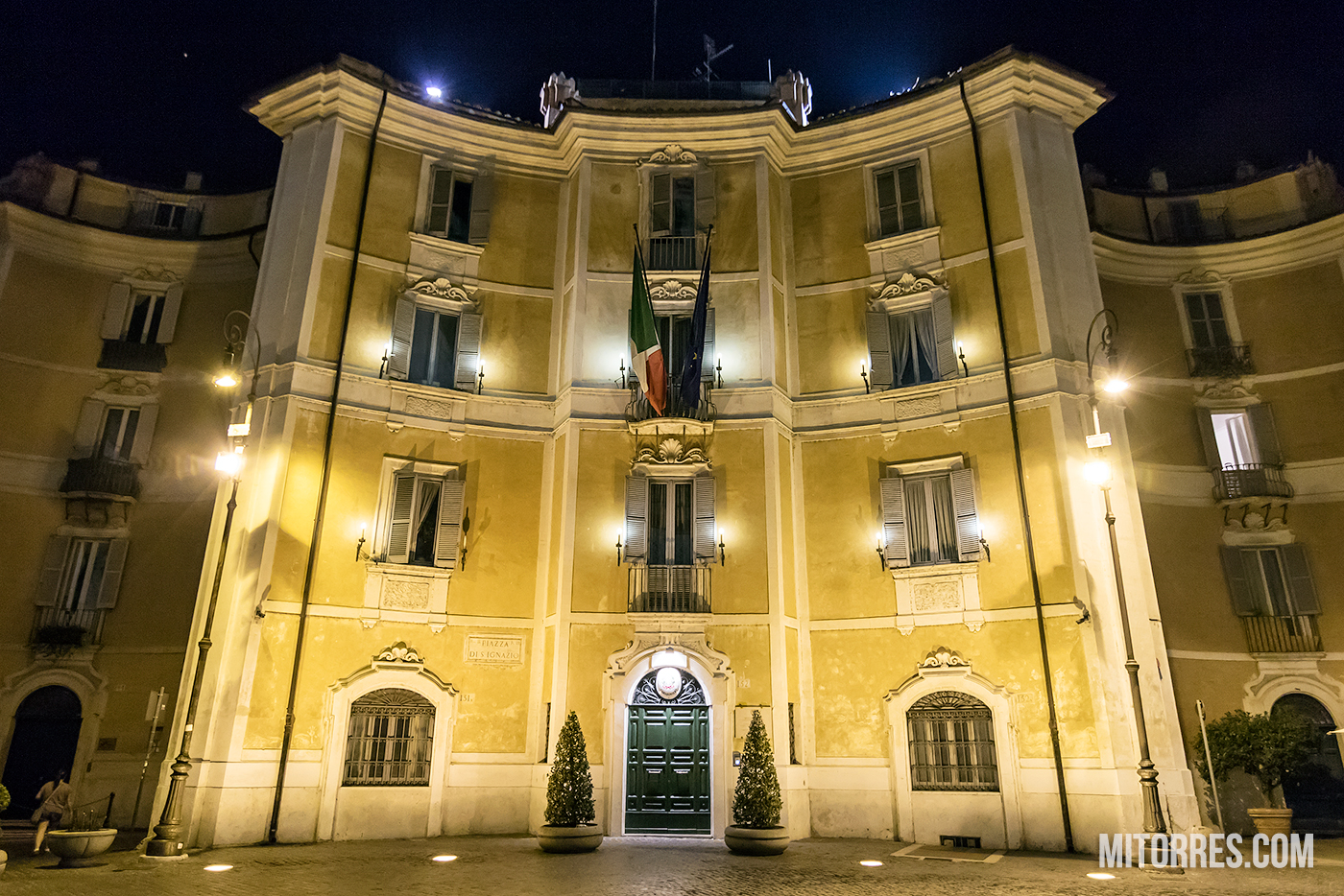 Building in Piazza Di Signazio, Rome, Italy. Photo: Marlon I. Torres