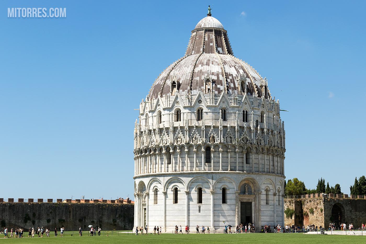 The Pisa Baptistry (Battistero di San Giovanni)). Pisa, Italy